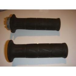 Paire de Poignées caoutchouc + plastique accélérateur ER6 2010