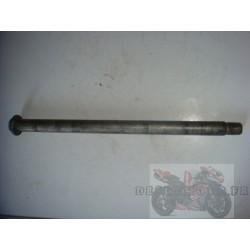 Axe de roue arrière pour 650 Bandit 05-06